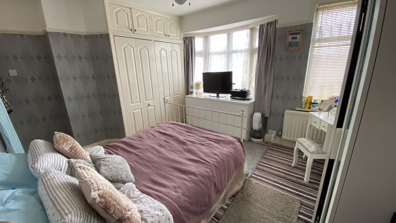2 bedroom Mid Terrace to buy in St. Monicas Avenue, Luton - Photo 8