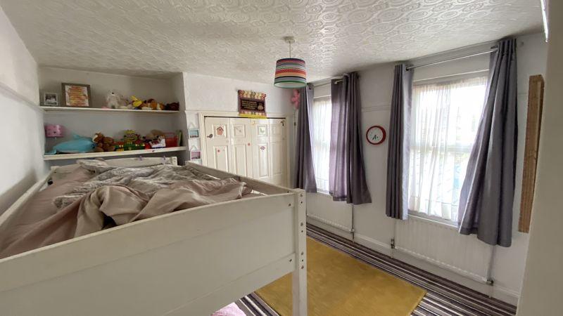 2 bedroom Mid Terrace to buy in St. Monicas Avenue, Luton - Photo 10