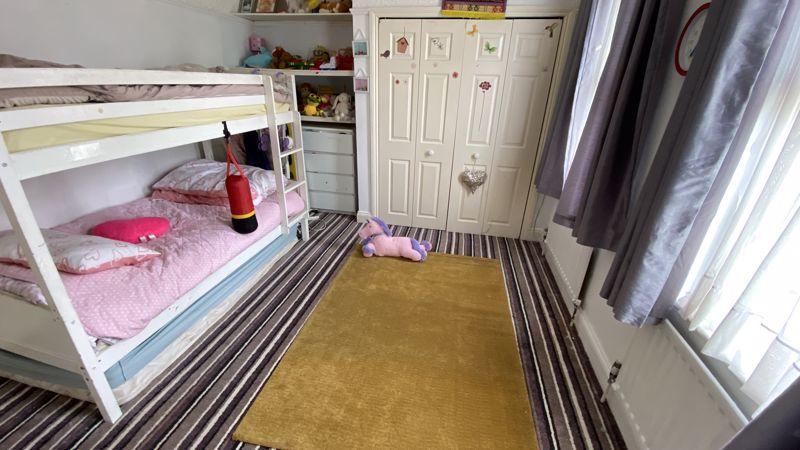 2 bedroom Mid Terrace to buy in St. Monicas Avenue, Luton - Photo 11