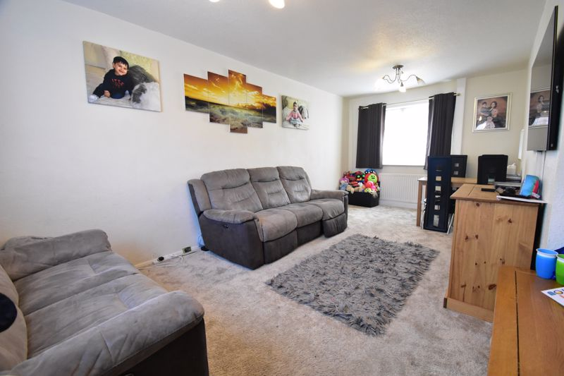 2 bedroom Semi-Detached  to buy in Littlefield Road, Luton - Photo 5