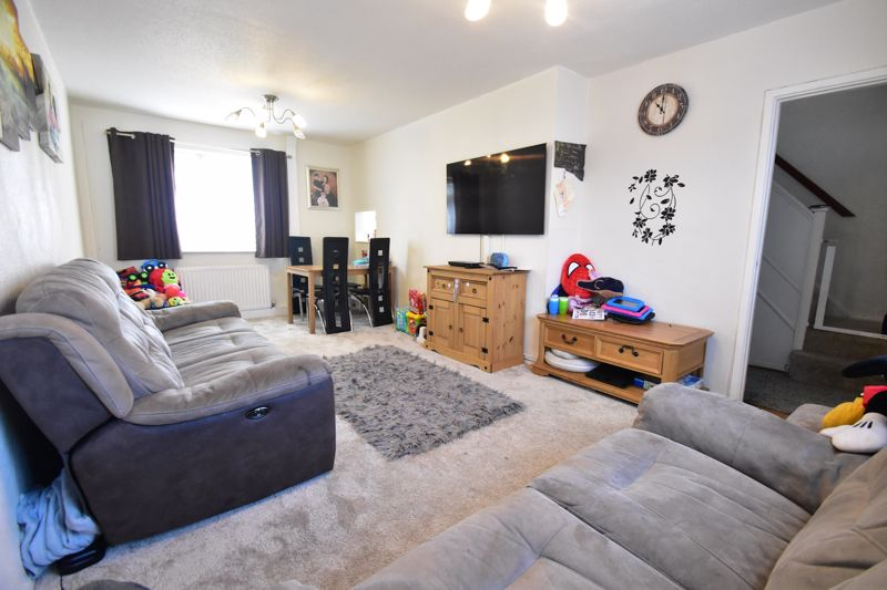 2 bedroom Semi-Detached  to buy in Littlefield Road, Luton - Photo 6