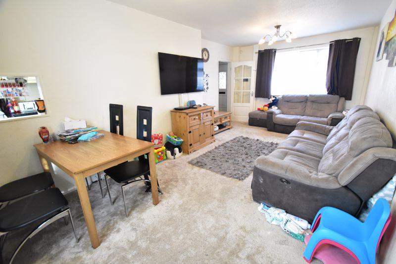 2 bedroom Semi-Detached  to buy in Littlefield Road, Luton - Photo 7