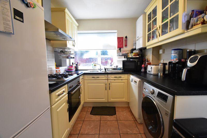 2 bedroom Semi-Detached  to buy in Littlefield Road, Luton - Photo 8
