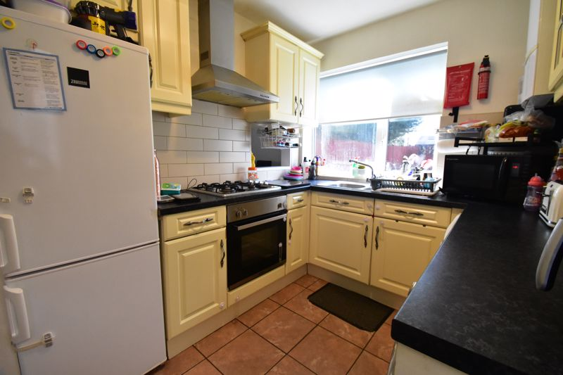2 bedroom Semi-Detached  to buy in Littlefield Road, Luton - Photo 10