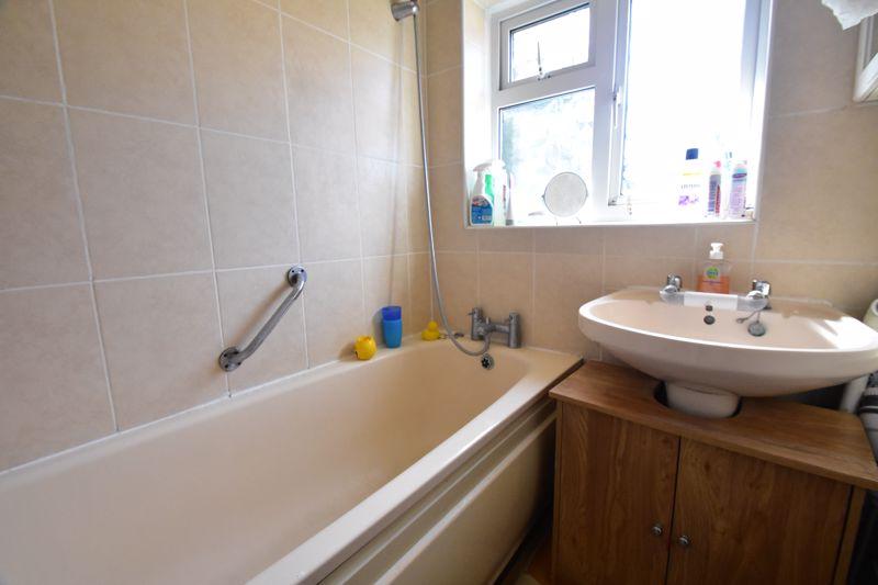 2 bedroom Semi-Detached  to buy in Littlefield Road, Luton - Photo 11