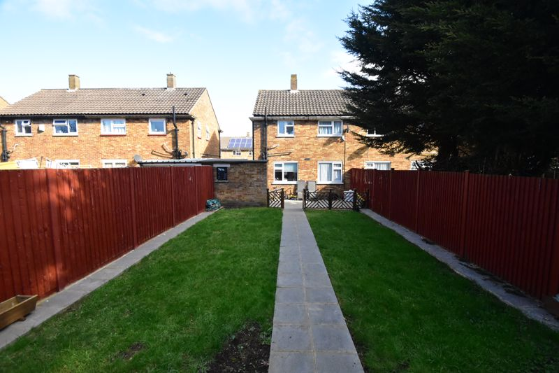 2 bedroom Semi-Detached  to buy in Littlefield Road, Luton - Photo 19