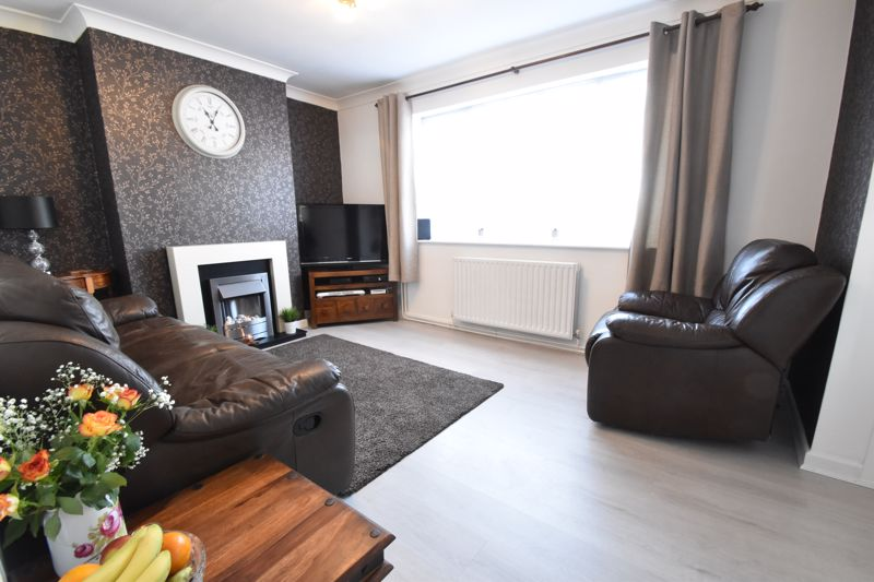 2 bedroom End Terrace to buy in Chesford Road, Luton - Photo 3