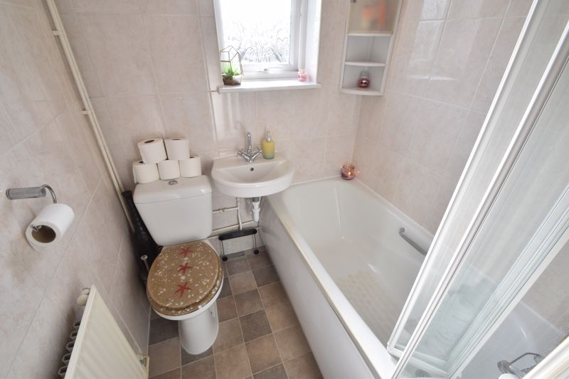2 bedroom End Terrace to buy in Chesford Road, Luton - Photo 5