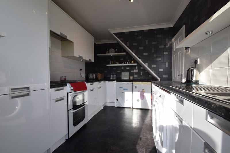 2 bedroom End Terrace to buy in Chesford Road, Luton - Photo 6
