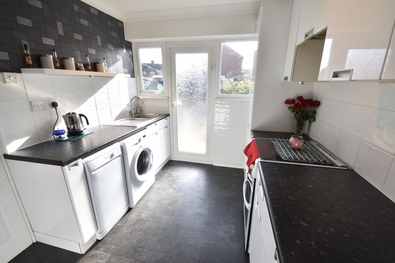 2 bedroom End Terrace to buy in Chesford Road, Luton - Photo 7