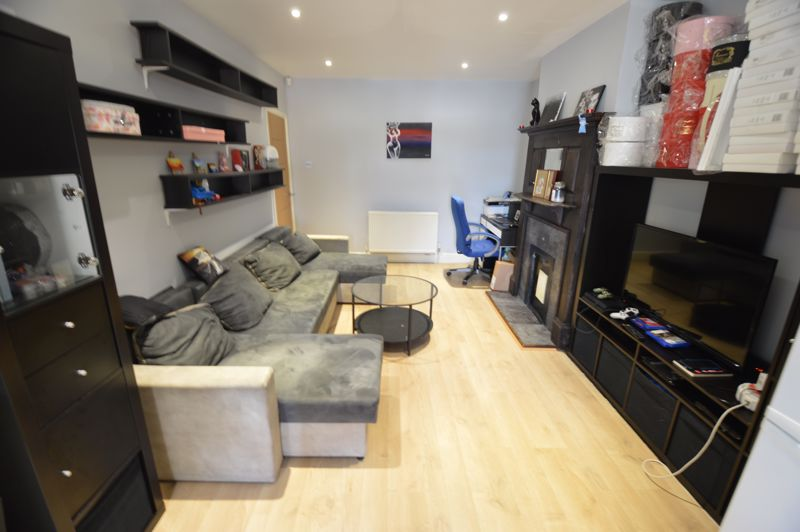 3 bedroom Semi-Detached  to buy in Colin Road, Luton - Photo 4