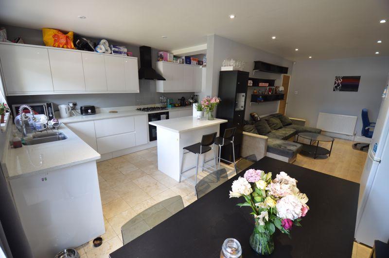 3 bedroom Semi-Detached  to buy in Colin Road, Luton - Photo 5