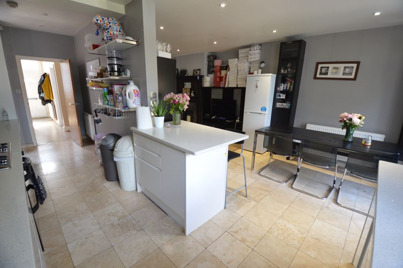 3 bedroom Semi-Detached  to buy in Colin Road, Luton - Photo 8
