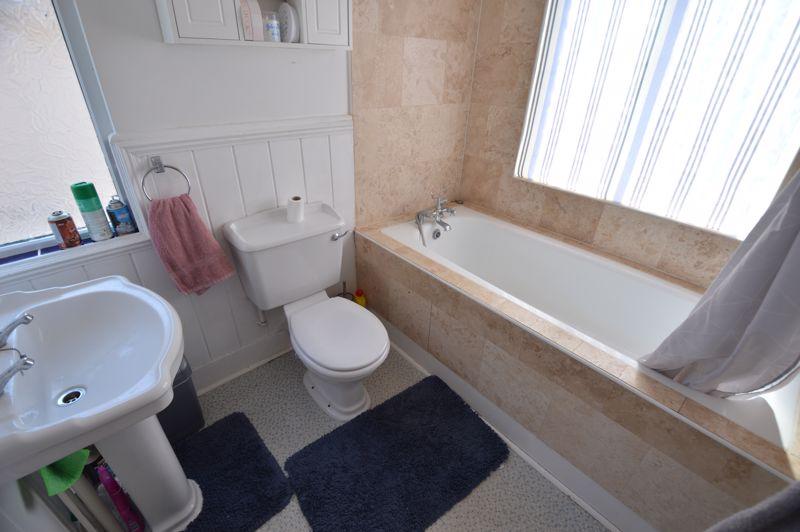 3 bedroom Semi-Detached  to buy in Colin Road, Luton - Photo 12