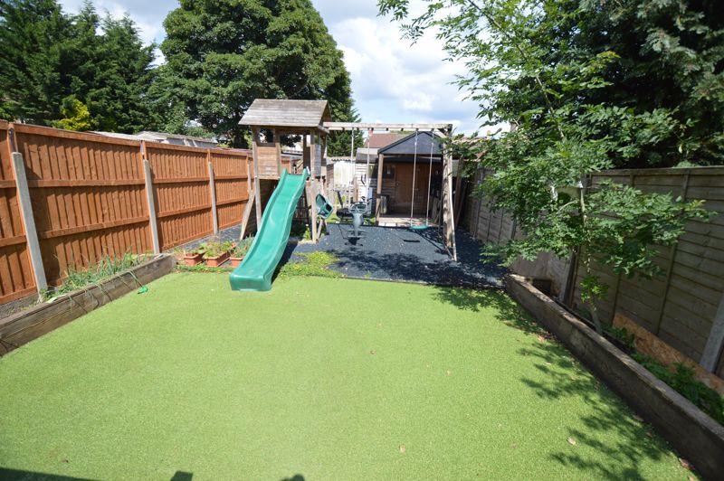 3 bedroom Semi-Detached  to buy in Colin Road, Luton - Photo 14