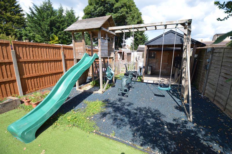 3 bedroom Semi-Detached  to buy in Colin Road, Luton - Photo 15