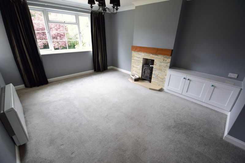 2 bedroom Flat to rent in The Mount, Luton - Photo 2