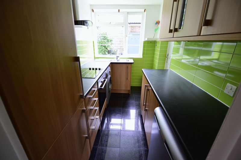 2 bedroom Flat to rent in The Mount, Luton - Photo 6