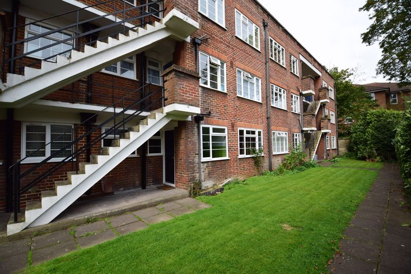 2 bedroom Flat to rent in The Mount, Luton - Photo 1