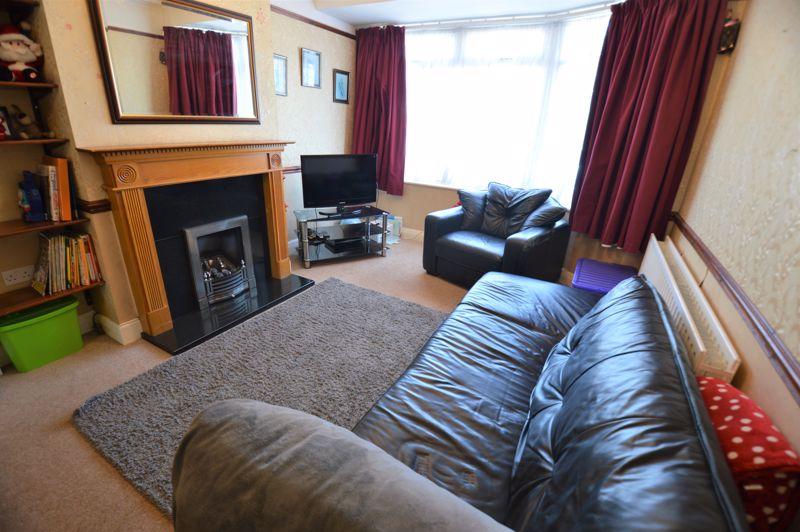 3 bedroom Semi-Detached  to buy in Elmore Road, Luton - Photo 2