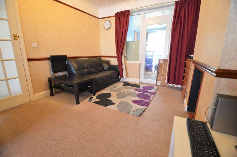 3 bedroom Semi-Detached  to buy in Elmore Road, Luton - Photo 3