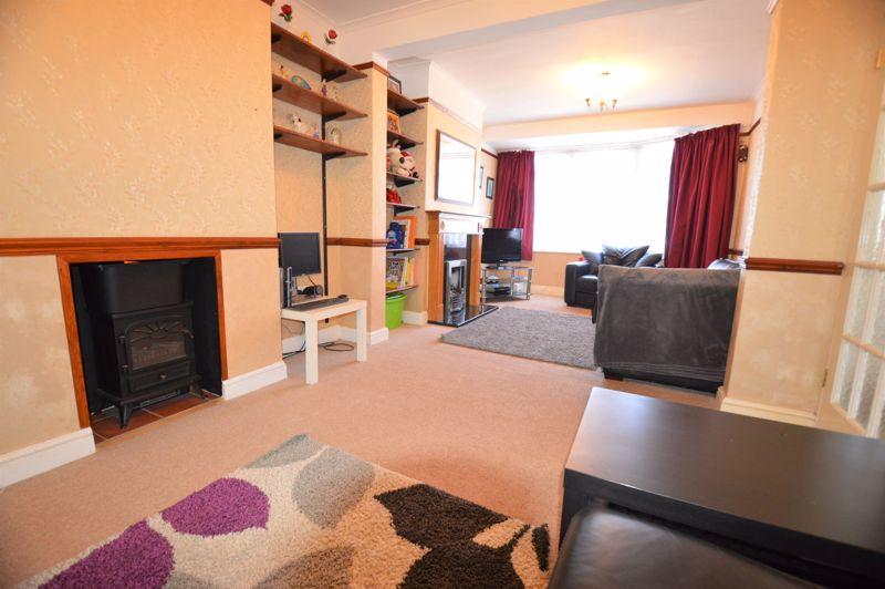 3 bedroom Semi-Detached  to buy in Elmore Road, Luton - Photo 4