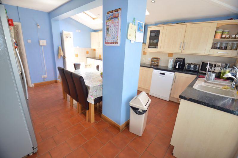 3 bedroom Semi-Detached  to buy in Elmore Road, Luton - Photo 7