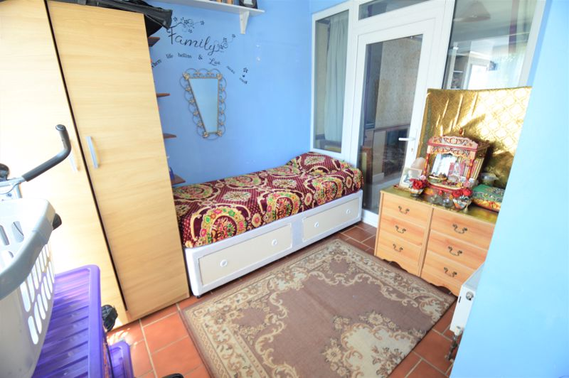 3 bedroom Semi-Detached  to buy in Elmore Road, Luton - Photo 8