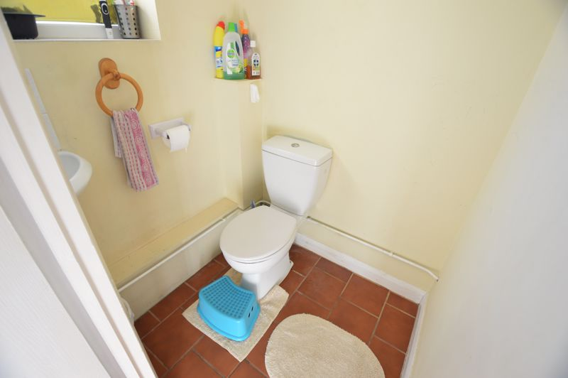 3 bedroom Semi-Detached  to buy in Elmore Road, Luton - Photo 9