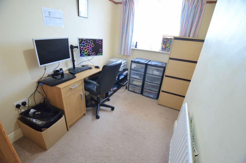 3 bedroom Semi-Detached  to buy in Elmore Road, Luton - Photo 12