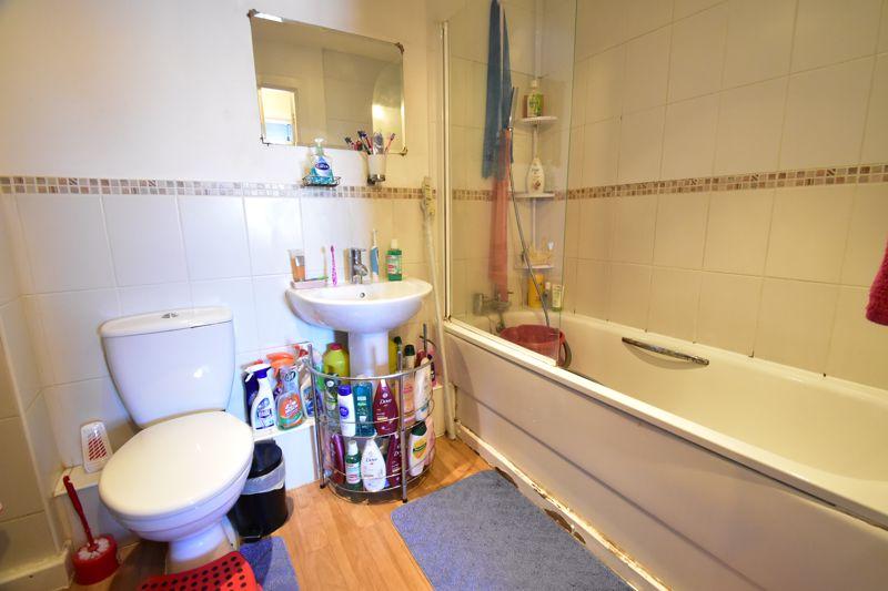 2 bedroom Apartment / Studio to buy in Holly Street, Luton - Photo 2
