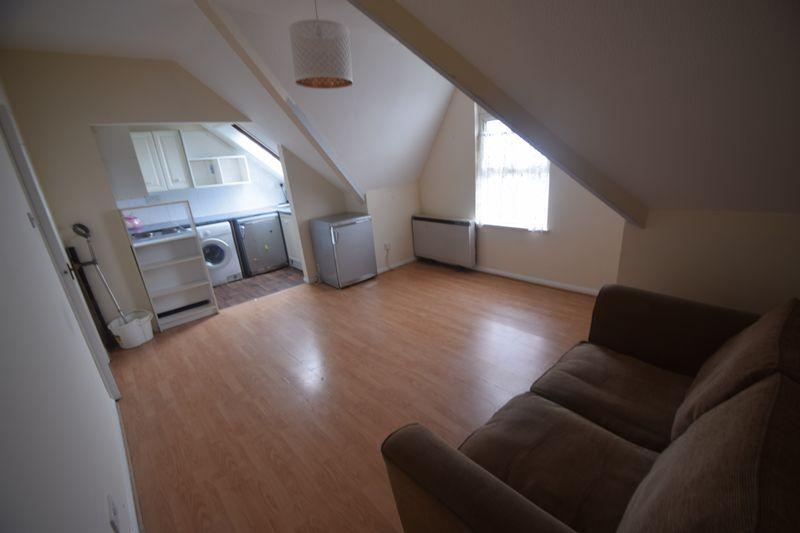1 bedroom Flat to rent in Alpine Terrace, Luton - Photo 4