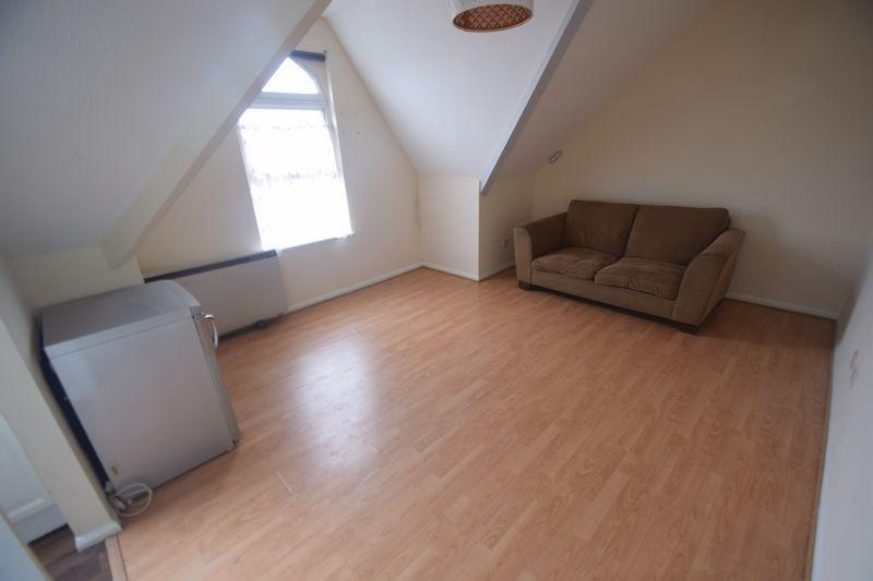 1 bedroom Flat to rent in Alpine Terrace, Luton - Photo 5
