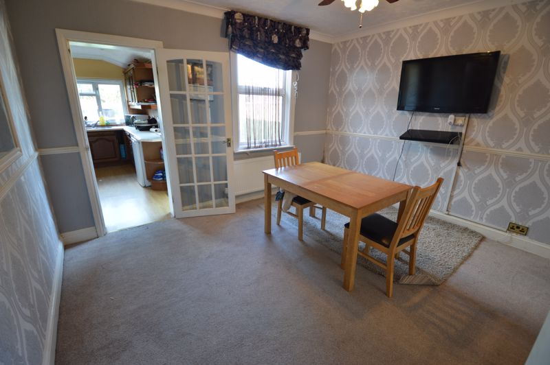 2 bedroom Mid Terrace to buy in St. Catherines Avenue, Luton - Photo 3