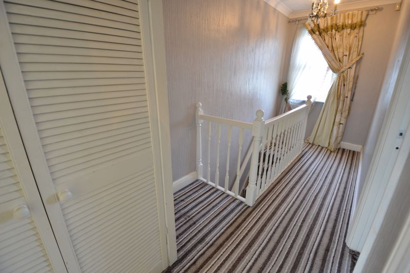 2 bedroom Mid Terrace to buy in St. Catherines Avenue, Luton - Photo 6