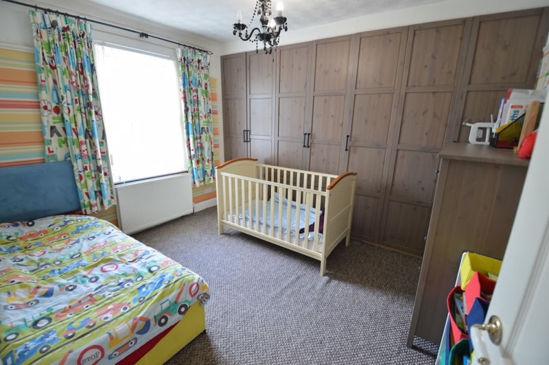 2 bedroom Mid Terrace to buy in St. Catherines Avenue, Luton - Photo 7