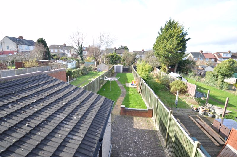 2 bedroom Mid Terrace to buy in St. Catherines Avenue, Luton - Photo 8