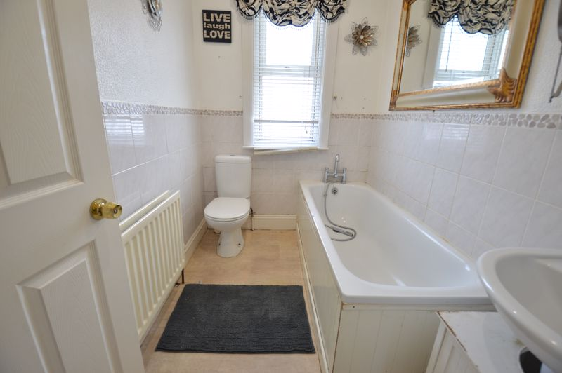 2 bedroom Mid Terrace to buy in St. Catherines Avenue, Luton - Photo 9