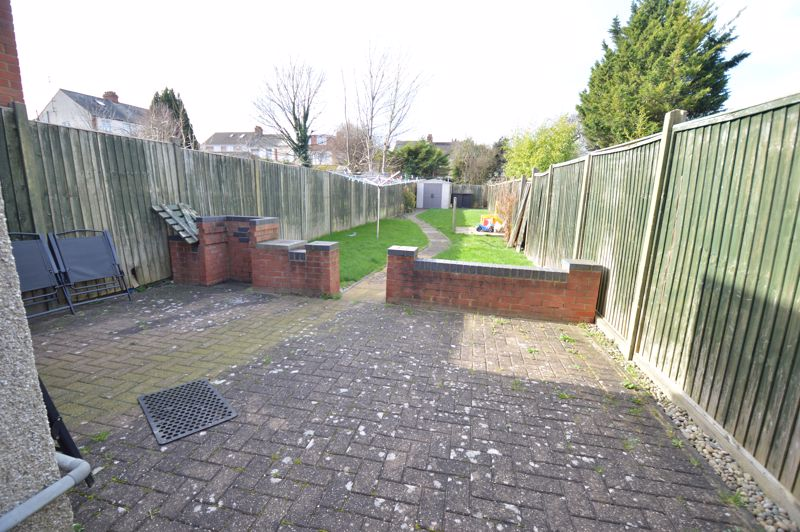 2 bedroom Mid Terrace to buy in St. Catherines Avenue, Luton - Photo 10