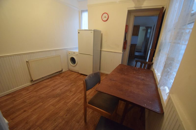 4 bedroom Semi-Detached  to buy in Ashburnham Road, Luton - Photo 2