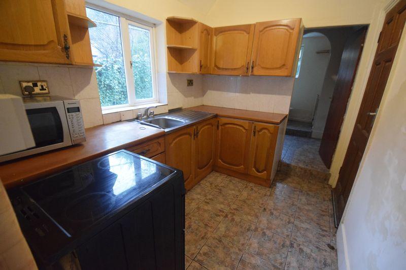 4 bedroom Semi-Detached  to buy in Ashburnham Road, Luton - Photo 3