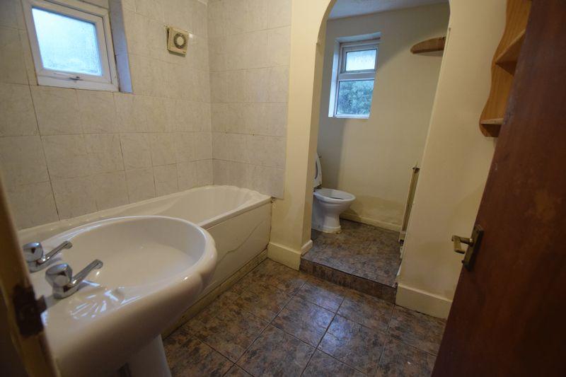 4 bedroom Semi-Detached  to buy in Ashburnham Road, Luton - Photo 4