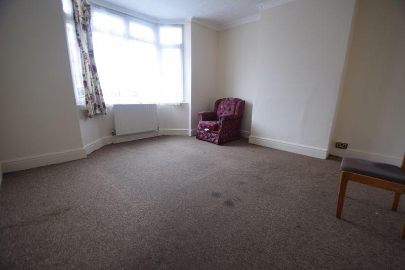 4 bedroom Semi-Detached  to buy in Ashburnham Road, Luton - Photo 6