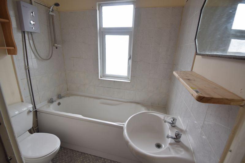 4 bedroom Semi-Detached  to buy in Ashburnham Road, Luton - Photo 9