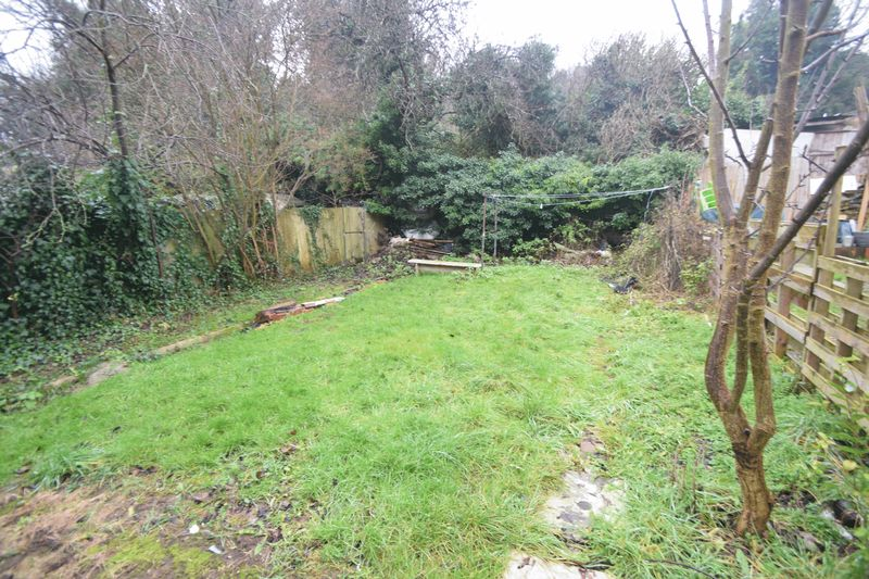 4 bedroom Semi-Detached  to buy in Ashburnham Road, Luton - Photo 11