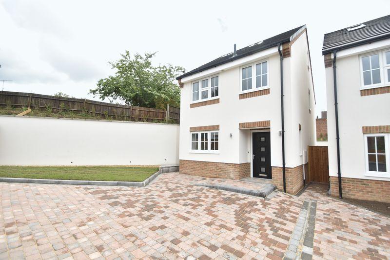 4 bedroom  to buy in Colin Road, Luton