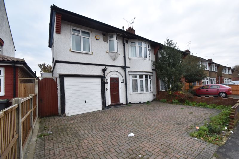 4 bedroom Semi-Detached  to rent in Bancroft Road, Luton