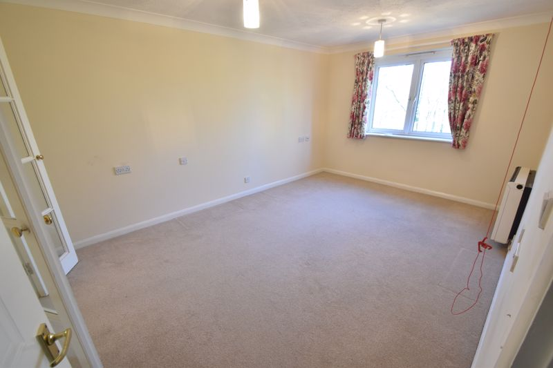 1 bedroom Retirement to buy in Old Bedford Road, Luton - Photo 1
