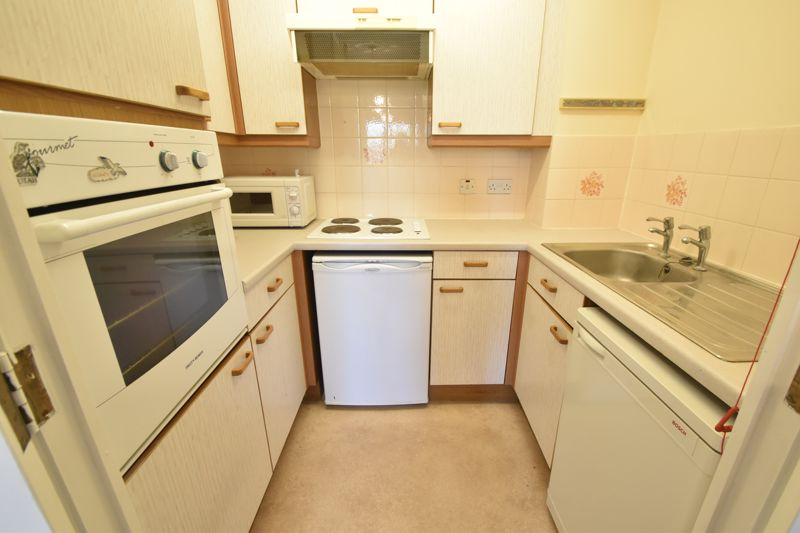 1 bedroom Retirement to buy in Old Bedford Road, Luton - Photo 2