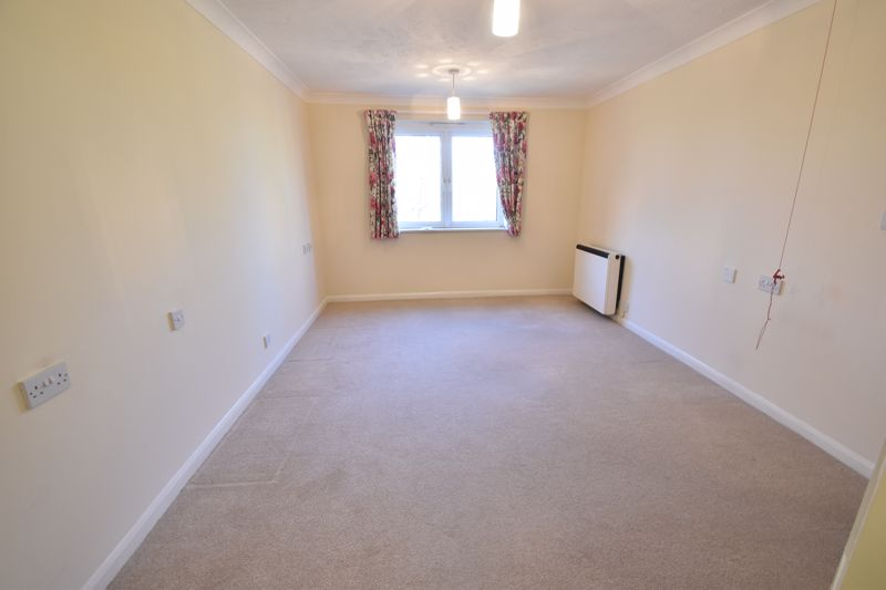 1 bedroom Retirement to buy in Old Bedford Road, Luton - Photo 4